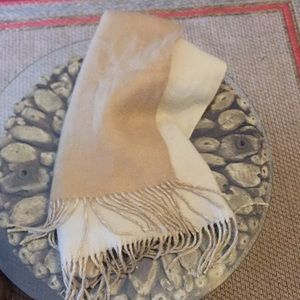 Two tone reversible scarf
